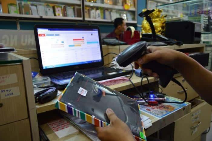 Sử dụng máy đọc mã vạch trong các cửa hàng tiện ích - siêu thi